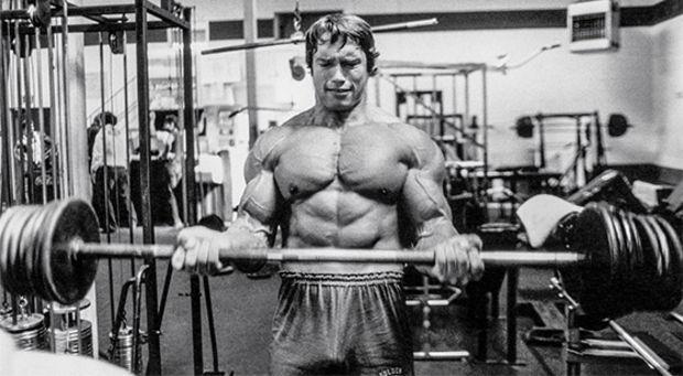 curl de bíceps para aumentar brazos más rápido.